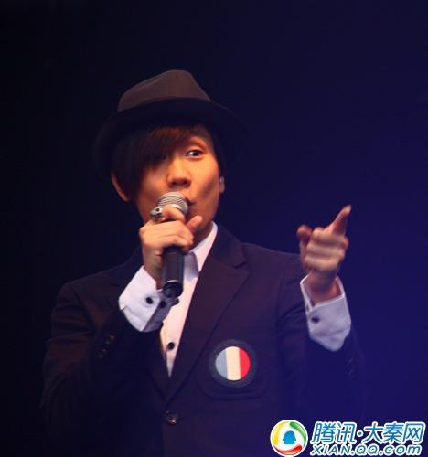 2010年5月15日,2010草莓(西安)音乐节在大唐芙蓉园举行,图为林俊杰在演出。
