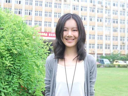 武汉大学美女众纺织报名世界杯足球宝贝(图)美女复古图图片