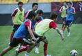 组图:国足赛前最后一练 队员训练气氛轻松