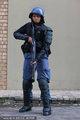 南非女警持枪英气逼人