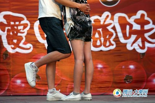 KISS比拼享受爱的滋味 摄影记者:梁萌