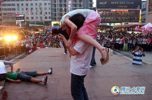 KISS比拼 摄影记者:梁萌
