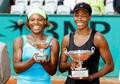 组图:大小威横扫对手 十年后法网女双再夺冠