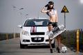 靓丽车模化身足球宝贝