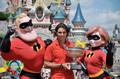 组图:纳达尔迪斯尼庆祝冠军 与超人夫妇合影