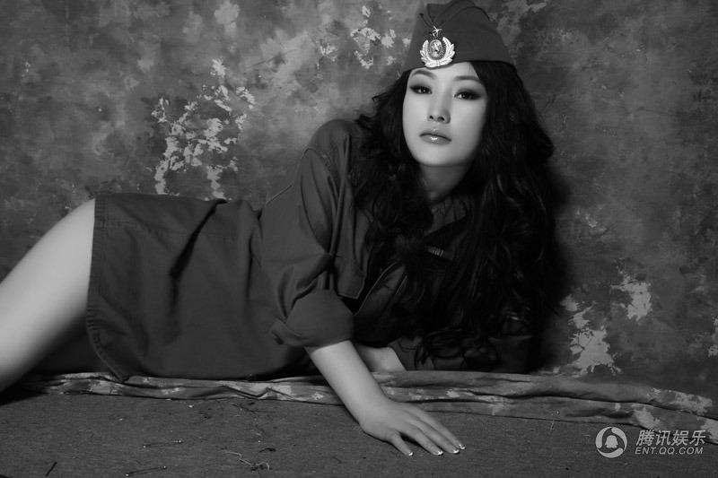 徐黛妮披性感軍裝 - 春色美熙博客