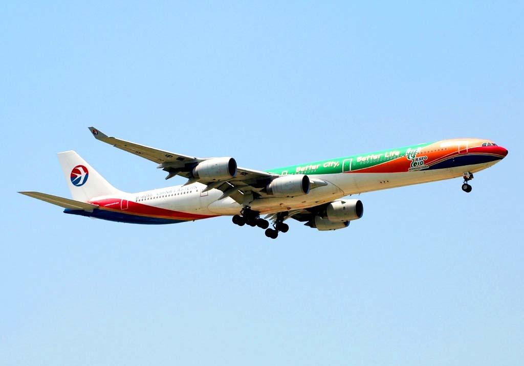 东方航空彩绘世博一号飞机