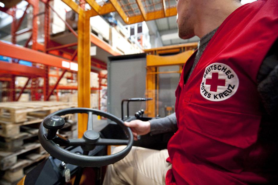 德国红十字会正在装配救援物资。