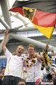 图文:德国4-0澳大利亚 球迷疯狂庆祝(29)