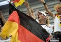 图文:德国4-0澳大利亚 球迷疯狂庆祝(30)
