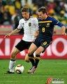 图文:德国VS澳大利亚 维克谢尔防守穆勒
