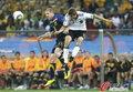 图文:德国VS澳大利亚 弗里德里希争顶