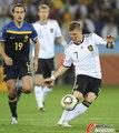图文:德国VS澳大利亚 小猪起脚传球