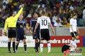 图文:德国VS澳大利亚 卡希尔被出示黄牌