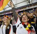 图文:德国4-0澳大利亚 球迷疯狂庆祝(116)