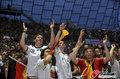 德国4-0澳大利亚 球迷疯狂庆祝(127)
