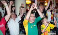 图文:德国4-0澳大利亚 球迷疯狂庆祝(97)