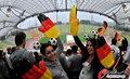 图文:德国4-0澳大利亚 球迷疯狂庆祝(103)