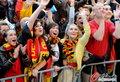 图文:德国4-0澳大利亚 球迷疯狂庆祝(105)