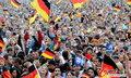 图文:德国4-0澳大利亚 球迷疯狂庆祝(106)