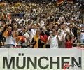 图文:德国4-0澳大利亚 球迷疯狂庆祝(111)