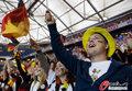 图文:德国4-0澳大利亚 球迷疯狂庆祝(115)
