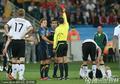 图文:卡希尔犯规被红牌罚下多角度回放(2)