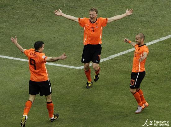 腾讯特评:荷兰赢球为罗本复出赢得充裕时间