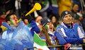 图文:意大利1-1巴拉圭 球迷冒雨助威(36)