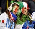 图文:意大利1-1巴拉圭 球迷冒雨助威(41)