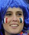 图文:意大利1-1巴拉圭 球迷冒雨助威(43)
