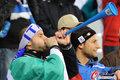 图文:意大利1-1巴拉圭 球迷冒雨助威(51)