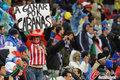图文:意大利1-1巴拉圭 球迷冒雨助威(52)
