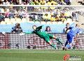 图文:新西兰1-1斯洛伐克 维特克顶向远角