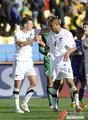 图文:新西兰1-1斯洛伐克 摸摸头