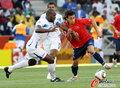 图文:洪都拉斯0-1智利 双方奋不顾身