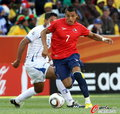 图文:洪都拉斯0-1智利 桑切斯勇往直前