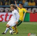 图文:南非0-3乌拉圭 防守不到位