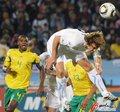 图文:南非0-3乌拉圭 奋力一顶