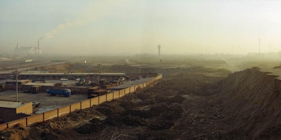 北京市朝阳区高安屯垃圾焚烧厂周边环境(图片摄于2009年1月,北纬39°56′36″ 东经116°36′56″)