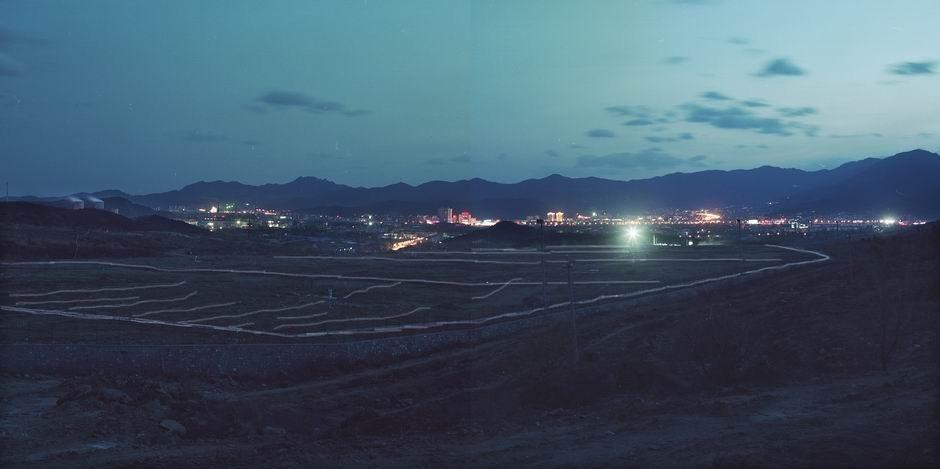 北京市石景山区黑石头垃圾填埋场(图片摄于2009年1月,北纬39°58′00″ 东经116°08′47″)