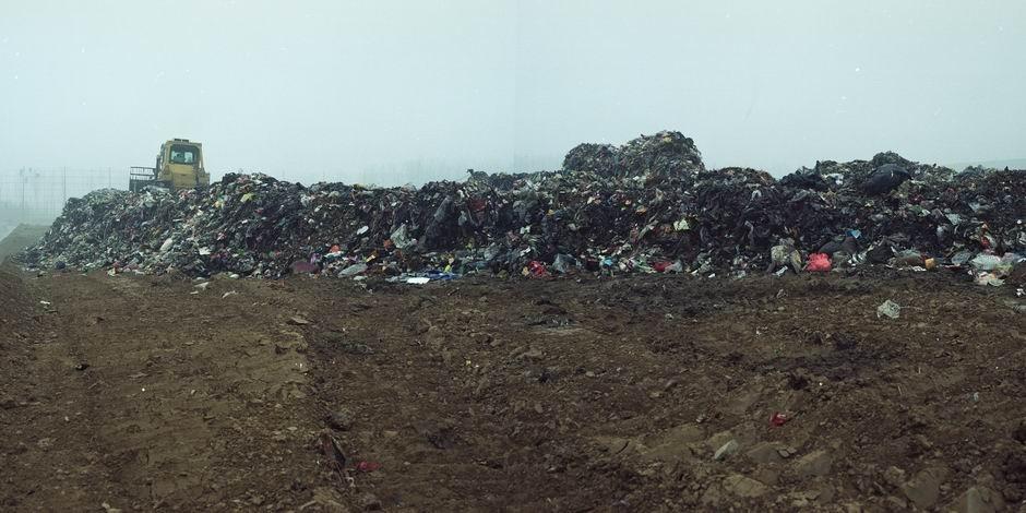 北京市环卫集团安定垃圾填埋场(图片摄于2010年1月,北纬39°37′47″ 东经116°31′20″)