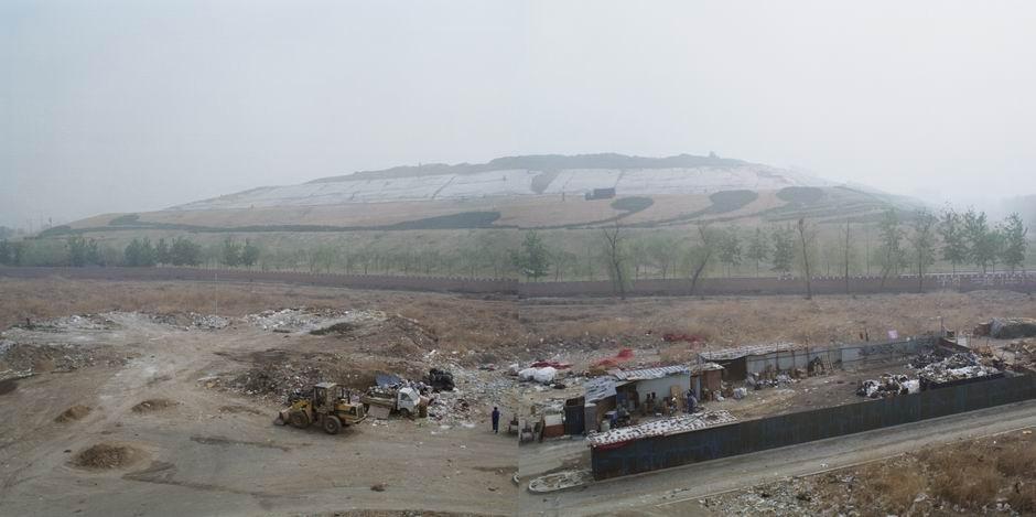 北京环卫集团北神树垃圾填埋场及北京经济技术开发区垃圾转运站(图片摄于2009年4月,北纬39°48′42″ 东经116°32′14″)