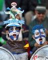 图文:希腊VS尼日利亚 双方球迷加油助威(8)