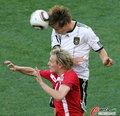 图文:德国VS塞尔维亚 巴德斯图贝飞顶
