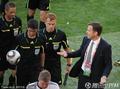 图文:德国VS塞尔维亚 比埃尔霍夫争辩