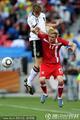 图文:德国VS塞尔维亚 巴德施图贝力压对手