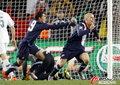 图文:斯洛文尼亚2-2美国 小布拉德利立功