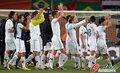 图文:斯洛文尼亚2-2美国 斯队致敬球迷