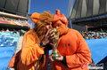 图文:荷兰VS日本 球迷助威比赛(16)